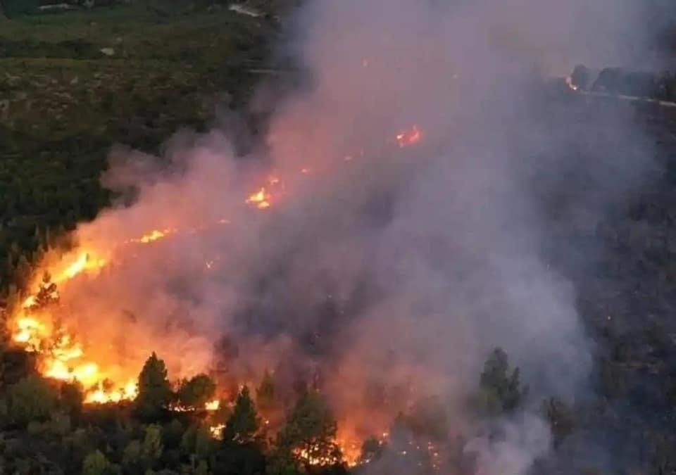 Dramática situación en Cuesta del Ternero por el avance del incendio forestal